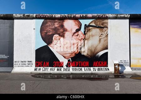 Berliner Mauer Wandbild, East Side Gallery, Berlin, Deutschland - Stockfoto