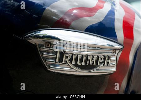 Triumph Bonneville-Emblem mit Airbrush Union Jack auf dem Tank. Klassische britische Motorrad - Stockfoto