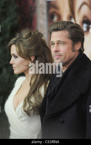 Angelina Jolie, Brad Pitt im Ankunftsbereich für THE TOURIST Premiere, The Ziegfeld Theatre, New York, NY 6. Dezember - Stockfoto