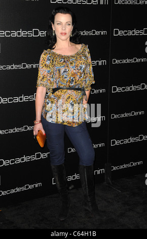 Debi Mazar im Ankunftsbereich für Jahrzehnte Denim Launch Party, Haus der Julia Sorkin, Beverly Hills, CA 2. November - Stockfoto