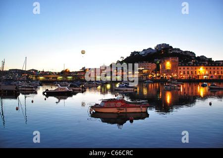 Hafen Sie in der Abenddämmerung, Torquay, Tor Bay, Devon, England, Vereinigtes Königreich - Stockfoto