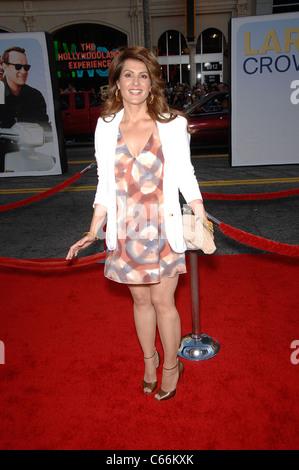 Nia Vardalos im Ankunftsbereich für LARRY CROWNE Premiere, Graumans Chinese Theatre, Los Angeles, CA 27. Juni 2011. Foto von: Michael