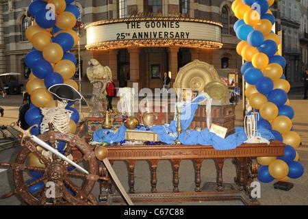 Die Goonies 25. Jahrestag große Schatzsuche, Steven J. Ross Theater auf Warner Bros., Los Angeles, CA 27. Oktober - Stockfoto