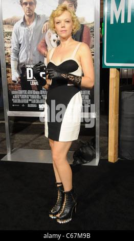 Emily Bergl im Ankunftsbereich für DUE DATE Premiere, Graumans Chinese Theatre, Los Angeles, CA, 28. Oktober 2010. - Stockfoto