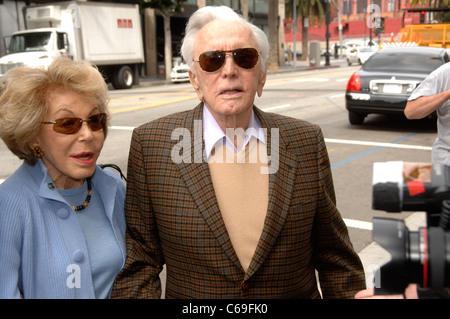 Anne Buydens, Kirk Douglas bei der Induktion Zeremonie für Stern auf dem Hollywood gehen von Fame Zeremonie für - Stockfoto