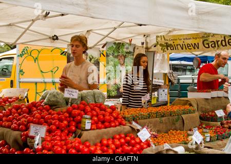 """Gemüse Stand auf """"Santa Barbara"""" Bauernmarkt - Stockfoto"""