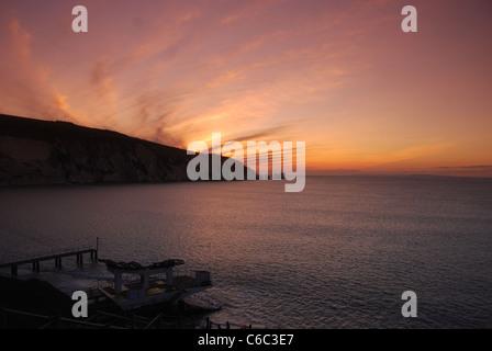 Ein Foto von einem Sonnenuntergang über The Needles Felsen und Alaun-Bucht auf der Isle Of Wight - Stockfoto