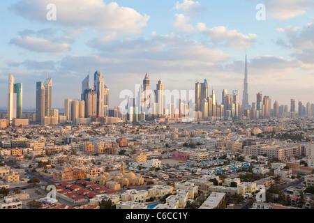 Vereinigte Arabische Emirate, Dubai, erhöhten Blick auf die neue Skyline von Dubai einschließlich der Burj Khalifa - Stockfoto