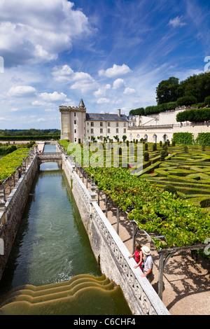 Loire Tal, Gartenanlagen des Schlosses von Villandry im Tal der Loire, Indre-et-Loire, Frankreich, Europa mit Besuchern - Stockfoto