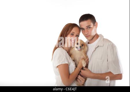 Junges Paar mit Pommerschen Hund - Stockfoto