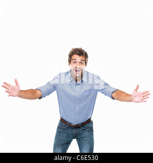 Studioaufnahme von jungen fröhlichen Mann mit ausgestreckten Armen - Stockfoto