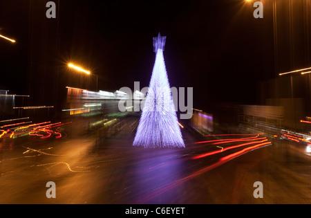 Verschwommene Weihnachtsbaum des Lichts - Stockfoto