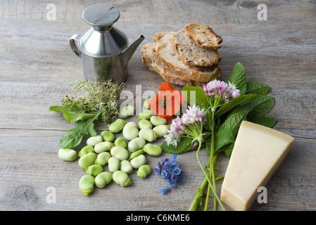 Bohne und Kraut Tartines mit Wildblumen - Stockfoto