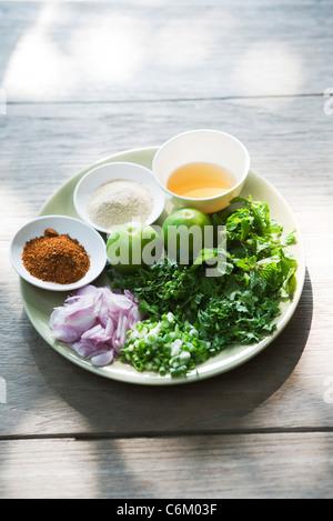 Schweinefleisch-Salat mit Minze, Zutaten - Stockfoto
