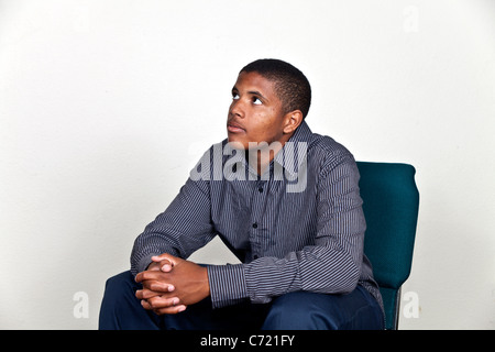 Teenboy nachschlagen meditieren, beten, denken und reflektieren. Herr © Myrleen Pearson - Stockfoto