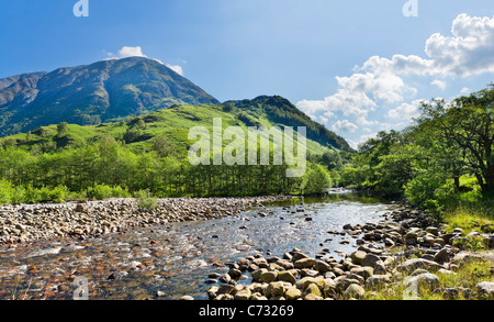 schottische highland mountain fluss und b ume wasserfall in schwarz wei stockfoto bild. Black Bedroom Furniture Sets. Home Design Ideas