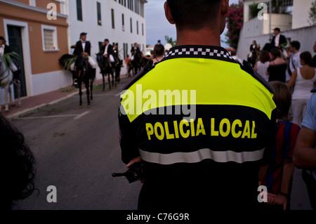 Polizist auf Menorca Festival. - Stockfoto