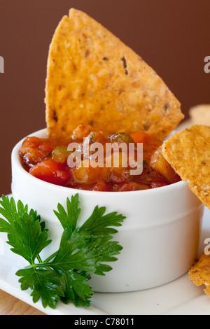 Pfirsich Mango Salsa Chipotle Chips - Stockfoto