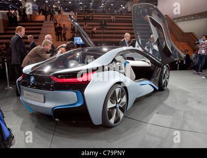 Neue BMW i8 Concept Elektroauto auf der IAA 2011 International Motor Show in Frankfurt Am Main, Deutschland - Stockfoto