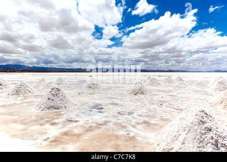 Haufen von Salz trocknen in der Sonne, Salar de Uyuni, Bolivien - Stockfoto