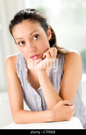 Mädchen denken - Stockfoto