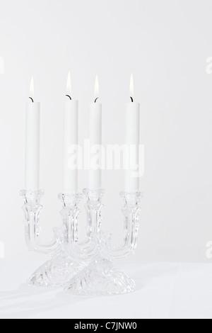 Weiße Kerzen im Glas-Kerzenhalter - Stockfoto