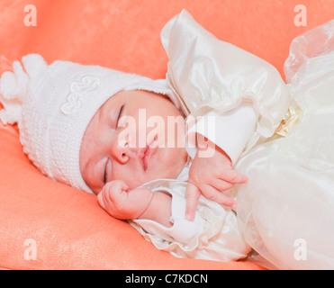 Porträt eines schlafenden neugeborenen Mädchens - Stockfoto