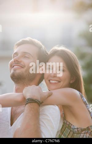 Nahaufnahme von ein paar romancing, Paris, Ile de France, Frankreich - Stockfoto