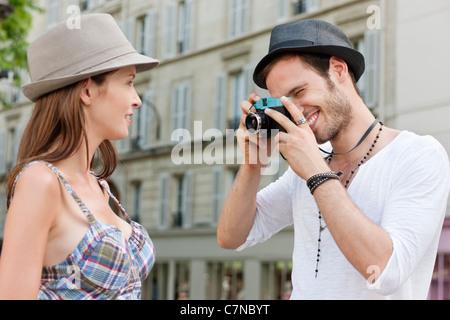 Mann, ein Bild von einer Frau, Paris, Ile de France, Frankreich - Stockfoto