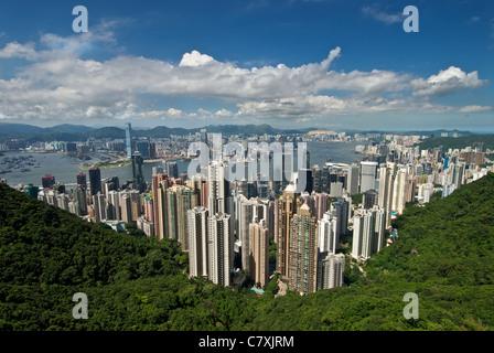 Die berühmte Ansicht von Hong Kong von Victoria Peak mit der zentralen Geschäftsviertel und den Victoria Harbour - Stockfoto