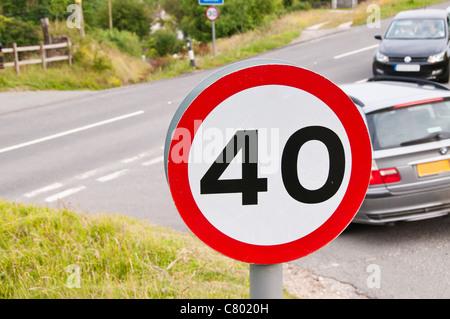 40 Meilen pro Stunde Geschwindigkeit Begrenzung Zeichen, UK - Stockfoto