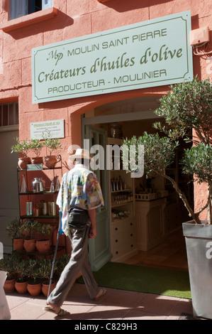 Die Moulin Saint Pierre Olivenöl Shop in Collioure, Südfrankreich - Stockfoto