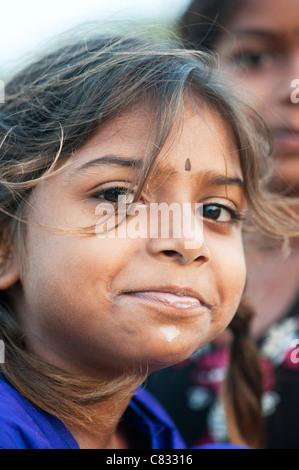 Glückliche junge indische Bauerndorf Mädchen Tiefenschärfe. Andhra Pradesh, Indien - Stockfoto