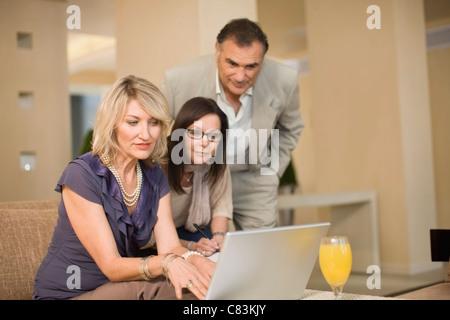Geschäftsleute in lounge - Stockfoto