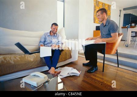 Geschäftsleute im Wohnzimmer - Stockfoto