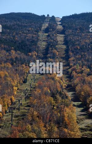 Wildcat-Berge-Skischaukel im Herbst vor-und Nachsaison, White Mountain National Forest, New Hampshire - Stockfoto