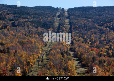 Wildcat-Berge-Skischaukel im Herbst vor-und Nachsaison, White Mountain National Forest, New Hampshire - Stockfoto