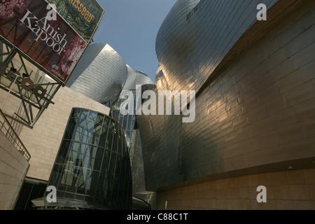 Das Guggenheim Museum Bilbao entworfen von dem Architekten Frank Gehry in Bilbao, Spanien. - Stockfoto