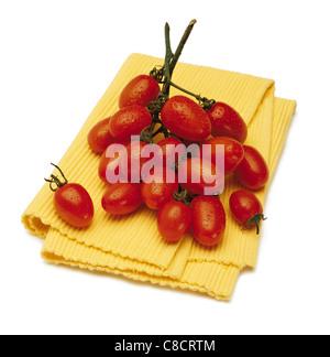 Tomaten auf Geschirrtuch - Stockfoto