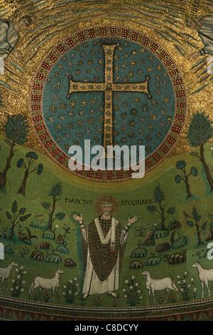 Byzantinische Mosaik in der Apsis der Basilika Apollinare in Classe bei Ravenna, Italien. - Stockfoto