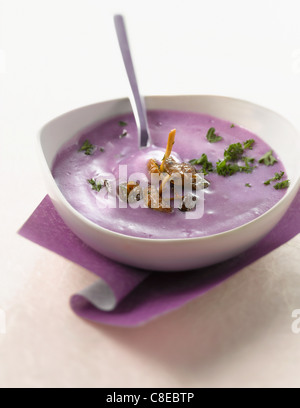 Creme der Vitelotte-Kartoffeln mit mousserons - Stockfoto