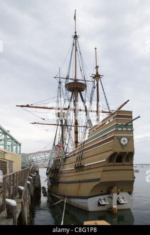 Nachbildung der Mayflower von der Pilgrim Fathers in Massachusetts Plymouth Harbor verwendet - Stockfoto