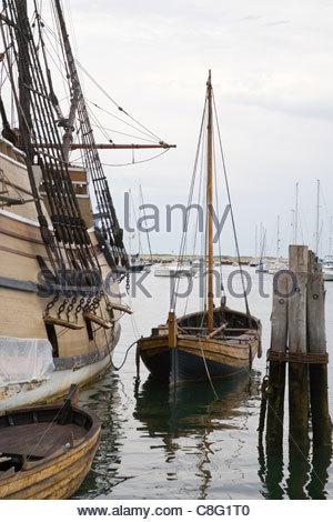 Nachbildung der Mayflower in Plymouth harbour massachusetts - Stockfoto