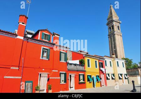 Bunt bemalten Häusern auf Burano Insel in der Lagune, Norditalien. - Stockfoto