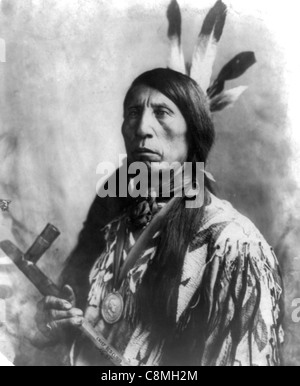 Jack Red Cloud, Indian Chief Holding Friedenspfeife. - Stockfoto