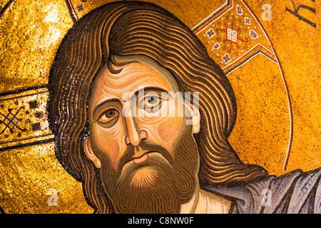 Jesus Christus Mosaik in der Apsis der Kathedrale von Monreale, Monreale, in der Nähe von Palermo, Sizilien, Italien - Stockfoto