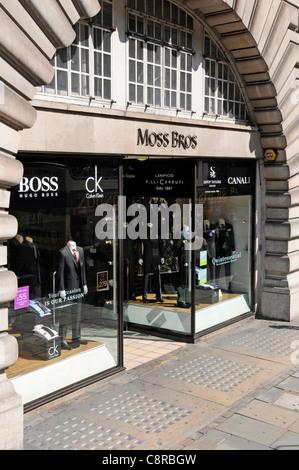Auf Moss Bros retail business shop Regent Street London ebenfalls ein Beispiel für Pflaster lichter Keller Keller - Stockfoto