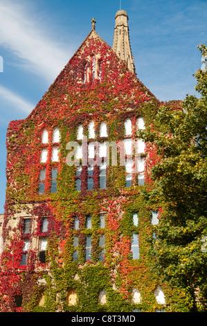 Die Beyer-Gebäude im alten Viereck, Alfred Waterhouse c1902. Universität von Manchester, England, Vereinigtes Königreich - Stockfoto