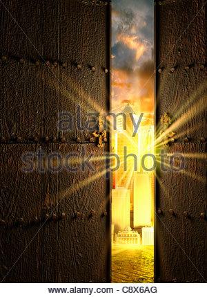 Türen auf Sonne über Wolkenkratzer - Stockfoto