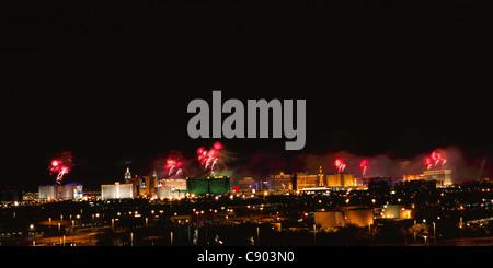 LAS VEGAS synchronisiert Feuerwerk im Jahr 2005 feierte die Stadt ihren hundertsten. Nevada, USA. - Stockfoto